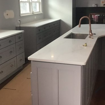 Quartz white on gray