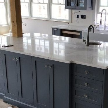 White Quartz on gray cabinets